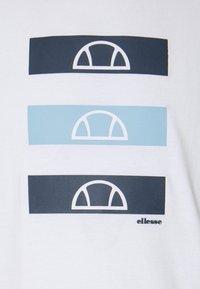 Ellesse - JACE - Print T-shirt - white - 6