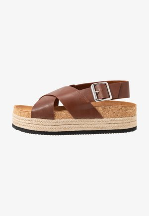 JANNIKE - Plateausandalette - brown