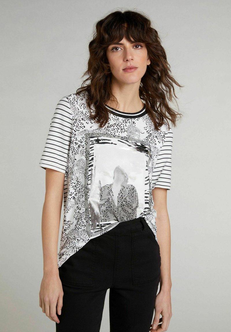 Oui - Print T-shirt - black offwhite