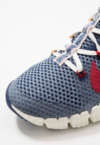 Nike Performance - FREE METCON 3 AMP - Sports shoes - deeproyal blue/gym red/deep royal blue - 5