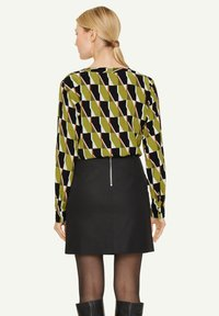 comma - Blouse - spring green big graphic - 2
