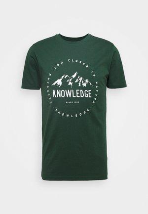 ALDER MOUNTAIN TEE - Print T-shirt - green