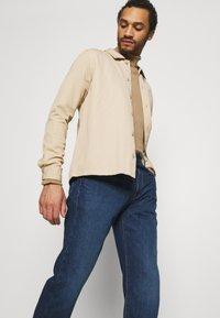 Levi's® - WELLTHREAD 551Z™ AUTHENTIC STRAIGHT - Jeans a sigaretta - dark indigo - 3