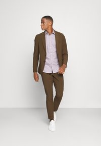 Isaac Dewhirst - THE RELAXED SUIT  - Suit - brown - 1