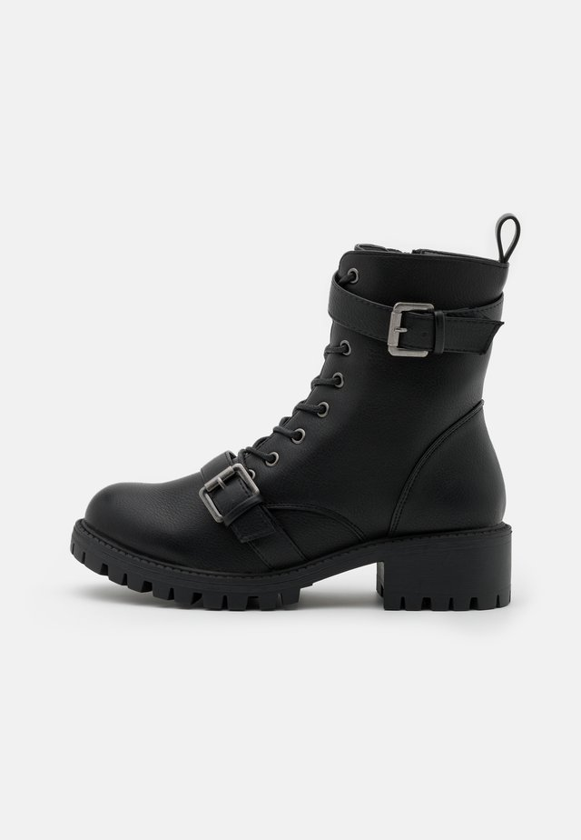 WIDE FIT DUA LACE UP BUCKLE BOOT - Stivaletti texani / biker - black pebble