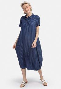 HELMIDGE - MIT POLO-KRAGEN - Denim dress - blau - 1