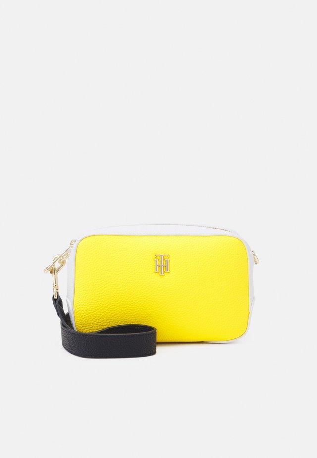 ESSENCE CROSSOVER - Borsa a tracolla - yellow