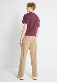 Levi's® - STAY LOOSE  - Chino - harvest gold