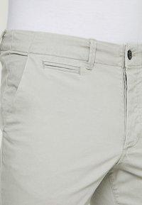 Jack & Jones - JJIENZO - Shorts - limestone - 3