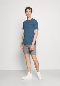 Pier One - T-shirt med print - blue - 1