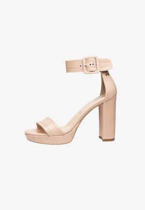 Sandalias de tacón - nudo