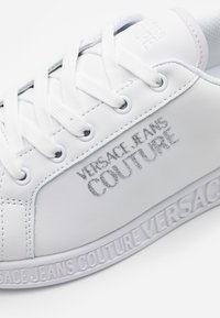 Versace Jeans Couture - Sneaker low - bianco ottico - 4