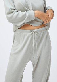 OYSHO - GREEN COTTON - Nattøj bukser - light grey - 3