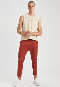 DeFacto Fit - SLIM FIT  - Pantaloni sportivi - orange - 1