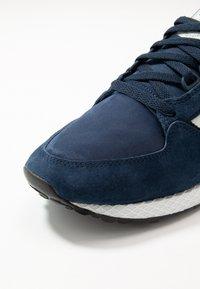 adidas Originals - FOREST GROVE - Sneaker low - collegiate navy/cloud white/core black - 5