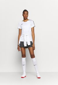 Nike Performance - DRY ACADEMY SHORT - Pantalón corto de deporte - anthracite/black - 1