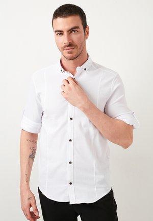BUTTON-DOWN COLLAR  - Shirt - white