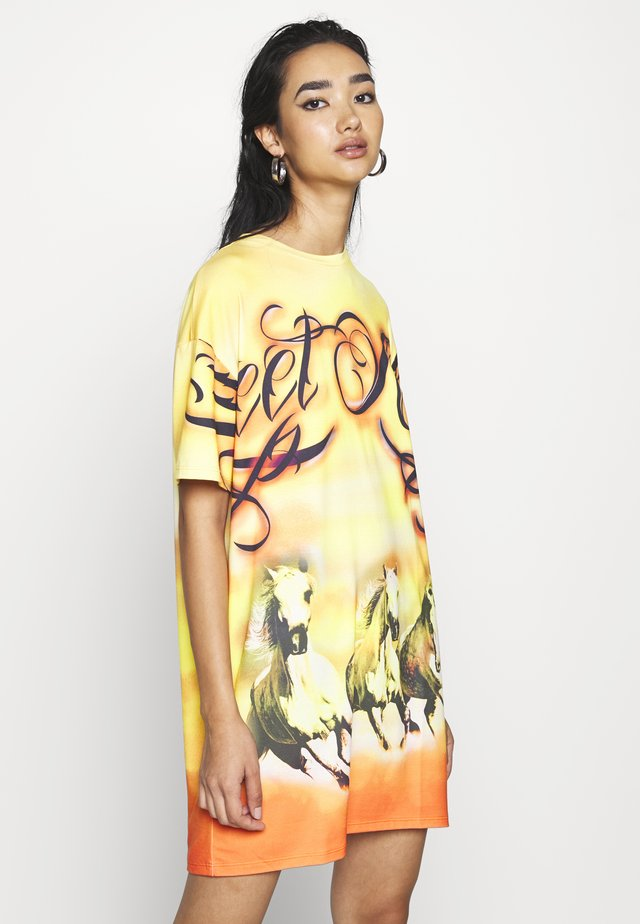 DRESS DESERT SUNSET HORSE PRINT - Jerseyjurk - yellow