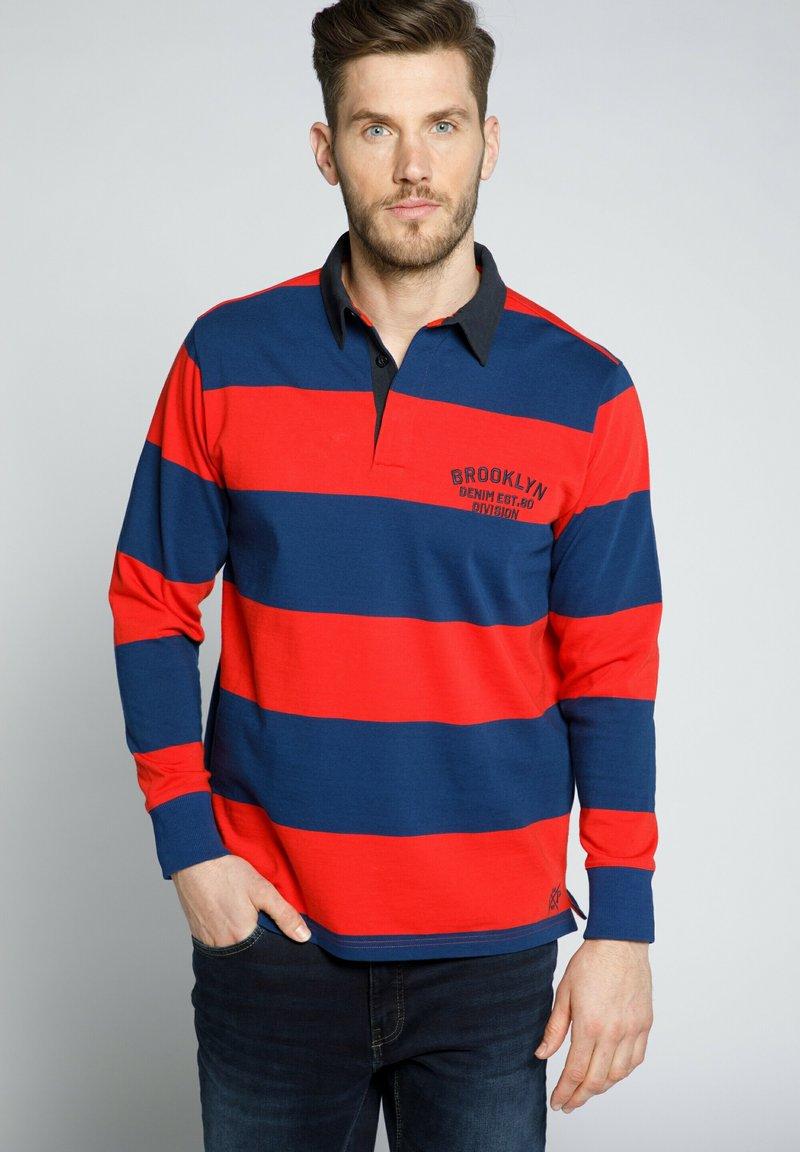 JP1880 - JP 1880 RUGBY, GEWEVEN KRAAG, STREPEN - Polo shirt - lichtrood