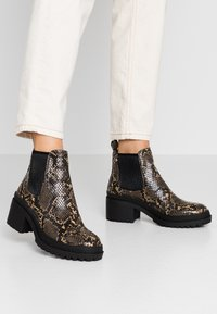 Topshop - BRIXTON CHELSEA - Ankle boots - natural - 0