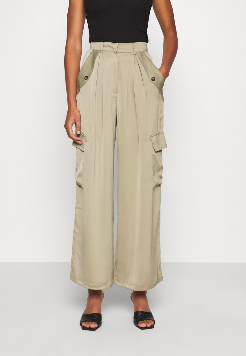 Who What Wear - WIDE LEG CARGO PANT - Trousers - stone