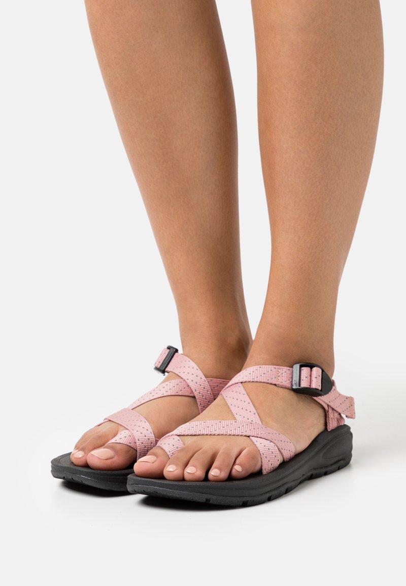 Madden Girl - SUN - Sandály s odděleným palcem - blush