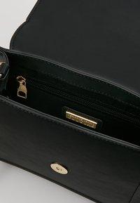 Versace Jeans Couture - BELT BUCKLE SHOULDER BAG SMALL - Schoudertas - nero - 6