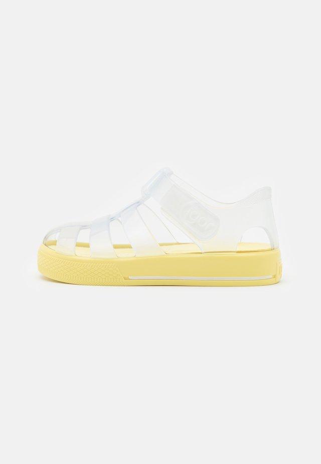 STAR BRILLO UNISEX - Sandalen - transparente/amarillo
