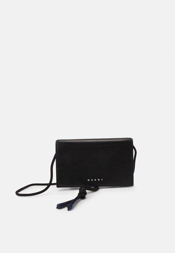 MUSEO SOFT MINI UNISEX - Across body bag - black/navy blue
