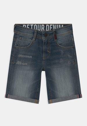 REVE - Jeansshorts - medium blue denim