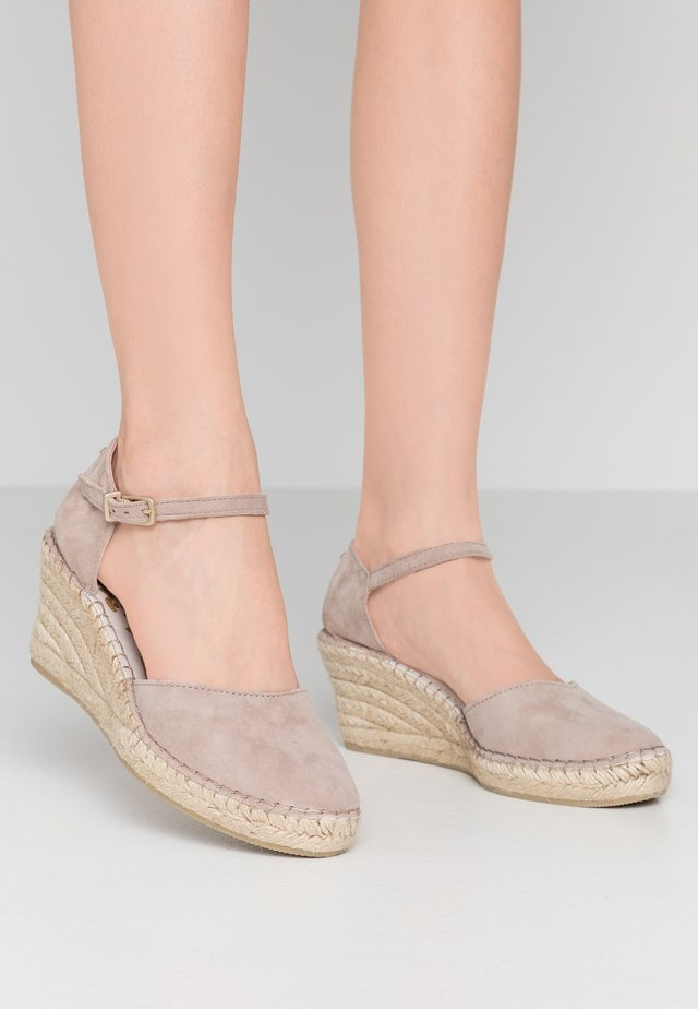 Platform heels - taupe