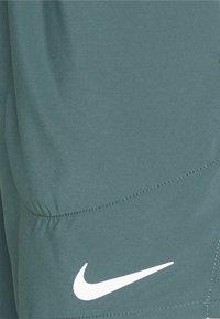 Nike Performance - STRIDE  - Träningsshorts - hasta - 2