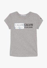 Calvin Klein Jeans - STAMP LOGO SLIM FIT - Camiseta estampada - grey - 0
