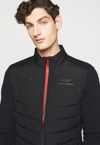 Hackett Aston Martin Racing - AMR FRONT QUILT - Down jacket - black - 6
