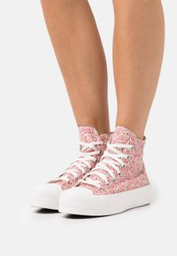 Converse - CHUCK TAYLOR ALL STAR LIFT - Baskets montantes - vintage white/university red/egret - 0