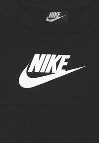 Nike Sportswear - MIXED MATERIAL - T-shirts print - black/white - 2