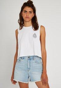 Volcom - STONEY HIGH RISE SHORT - Denim shorts - sun_faded_indigo - 4