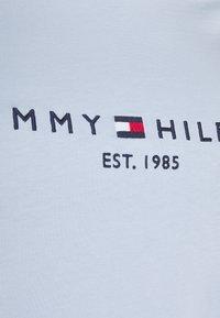 Tommy Hilfiger Curve - TEE  - Print T-shirt - breezy blue - 4