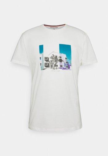 JORHALFO TEE CREW NECK - Print T-shirt - cloud dancer