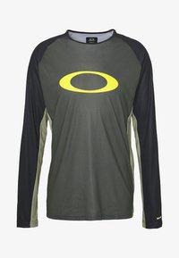 Oakley - TECH TEE - Bluzka z długim rękawem - dark green - 4
