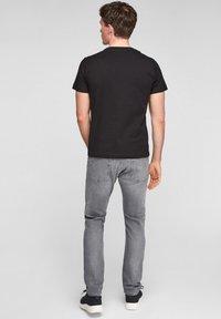 s.Oliver - MIT SCHRIFTPRINT - Print T-shirt - black good life print - 2