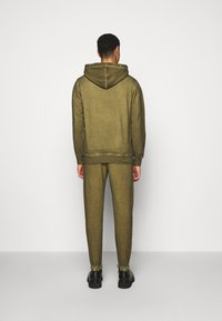 Han Kjøbenhavn - PANTS - Tracksuit bottoms - green crush - 2