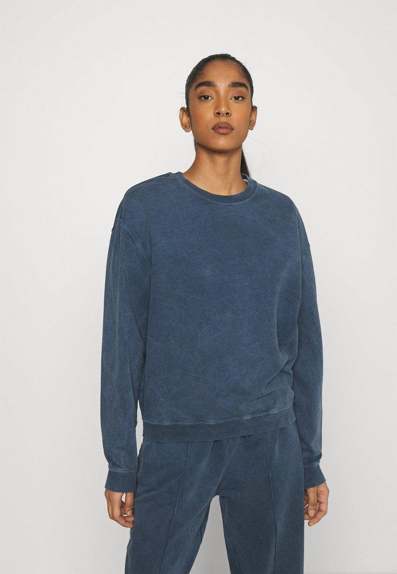 Topshop - ACID WASH - Sweatshirt - denim blue