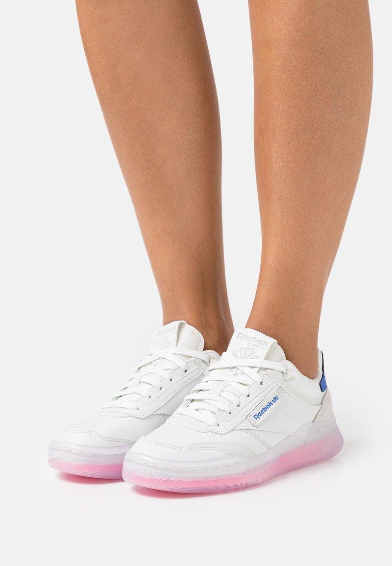 Reebok Classic - CLUB C LEGACY - Sneakersy niskie - true grey/electro pink/court blue