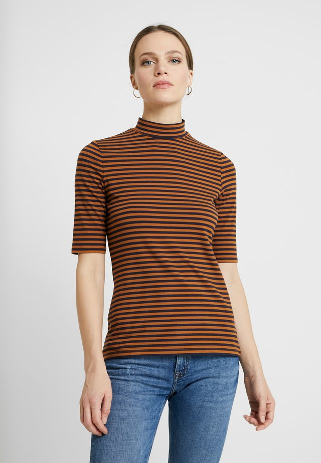 FLOW NECK - Print T-shirt - cinnamon