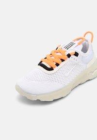 Nike Sportswear - LIVE UNISEX - Sneakers laag - atomic orange/white sail/light armory blue - 6