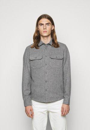 PHASMO - Shirt - grau