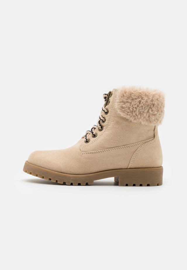 TREKKER HIKING BOOT - Lace-up ankle boots - semolina