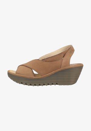 Sandalen met sleehak - sand