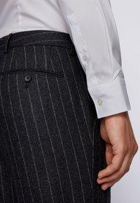 BOSS - HENNING - Kostymskjorta - white - 4